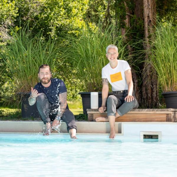 Revox-markenbotschafter-revox_family-baschi-stefanie_heinzmann-STUDIOART-brand_ambassador-pool